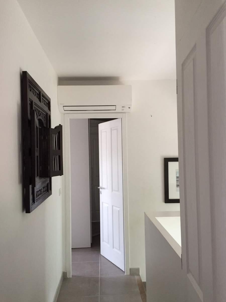 installation de climatisation r versible daikin. Black Bedroom Furniture Sets. Home Design Ideas