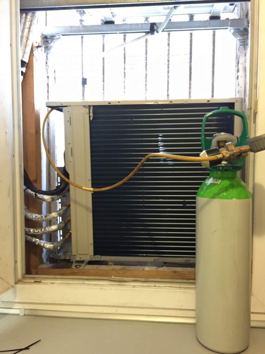 recharge de gaz refrigerant sur climatisation pompe a chaleur d pannage climatisation aubagne. Black Bedroom Furniture Sets. Home Design Ideas